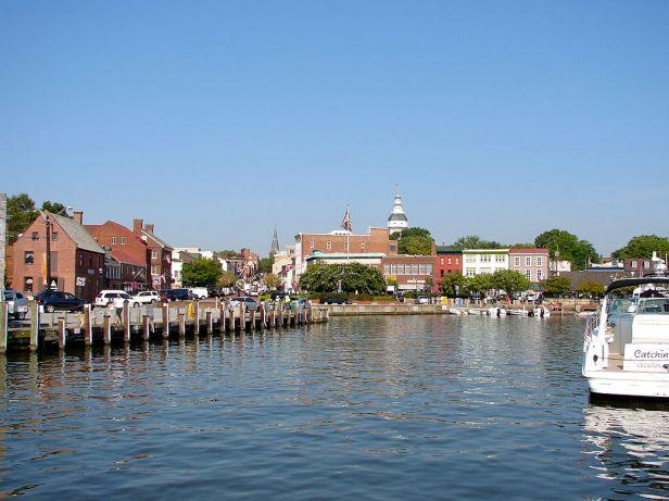 1024px-Dock_Street_Annapolis